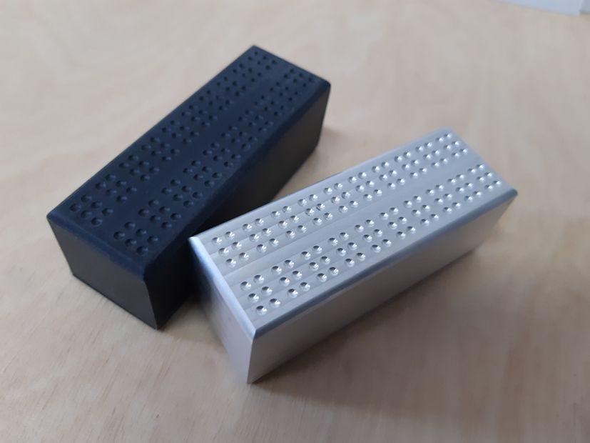matryce Braille jako monolit gotowy do montażu w desce wykrojnika
