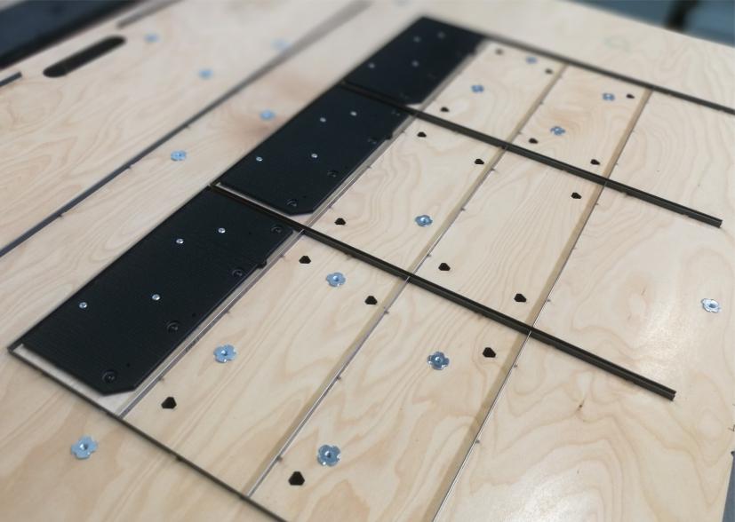 matryce montowane bezpośrednio w desce wykrojnika